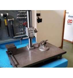 Mármol y columna de medición milesimal usada